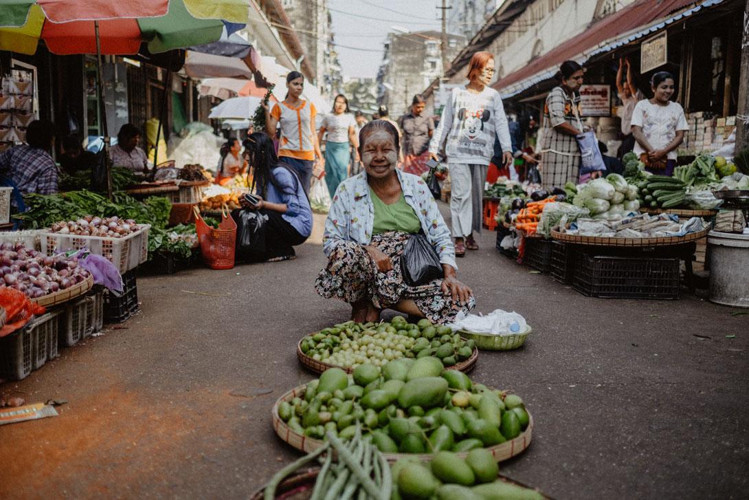Prodavačka na Theingyi Marketu