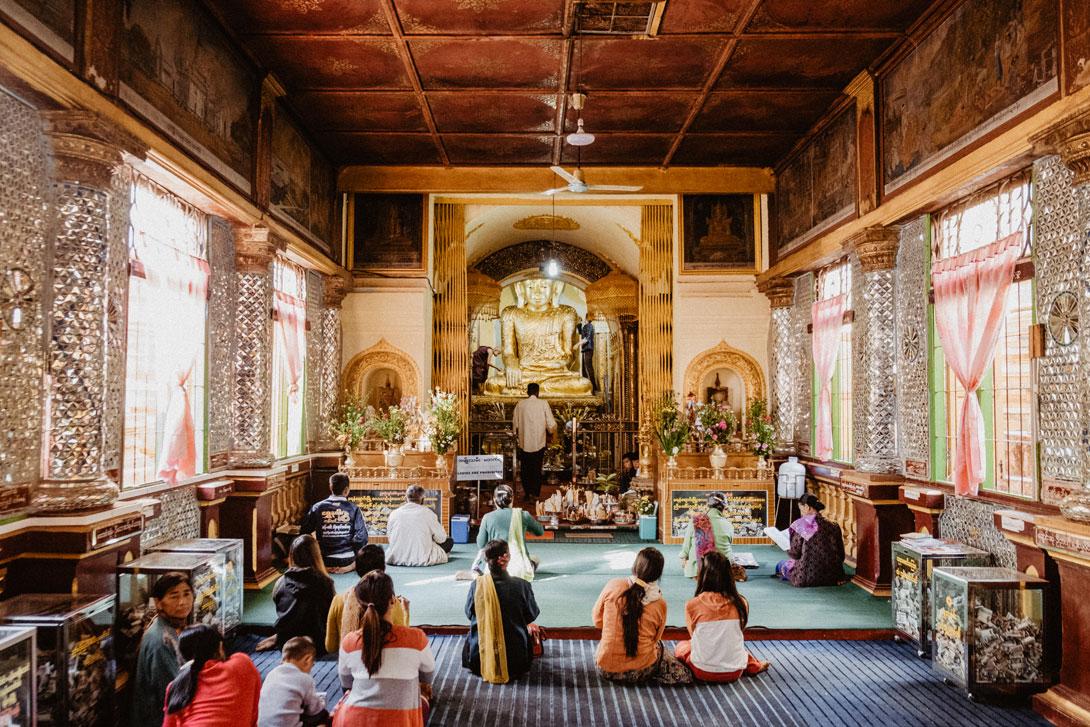 Ranní modlitby u pagody