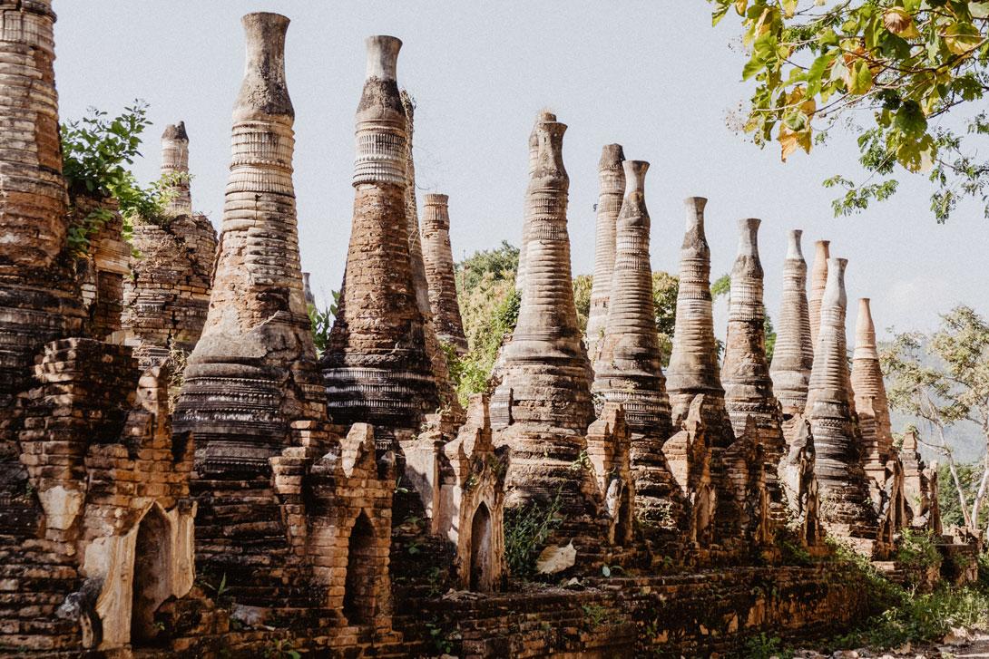 Stúpy u Shwe Indein