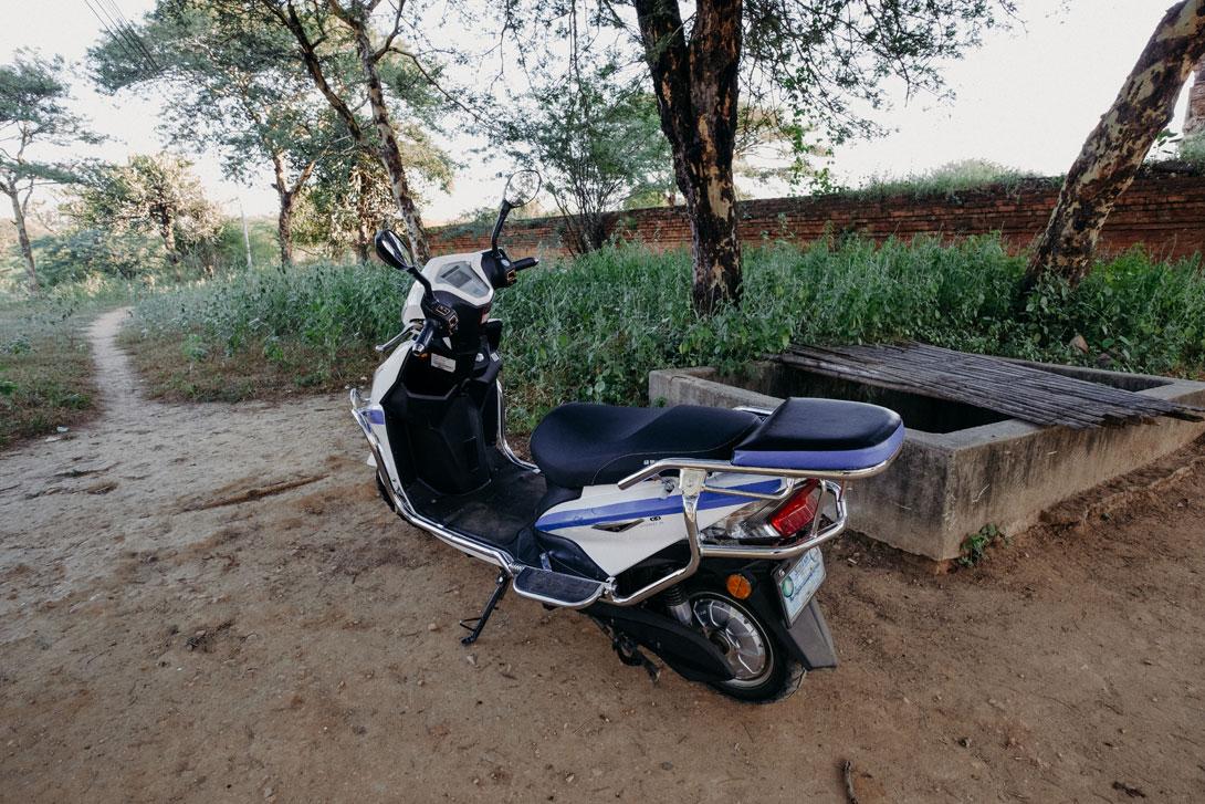 V Baganu budete jezdit na takovémto vtipném elektroskútru