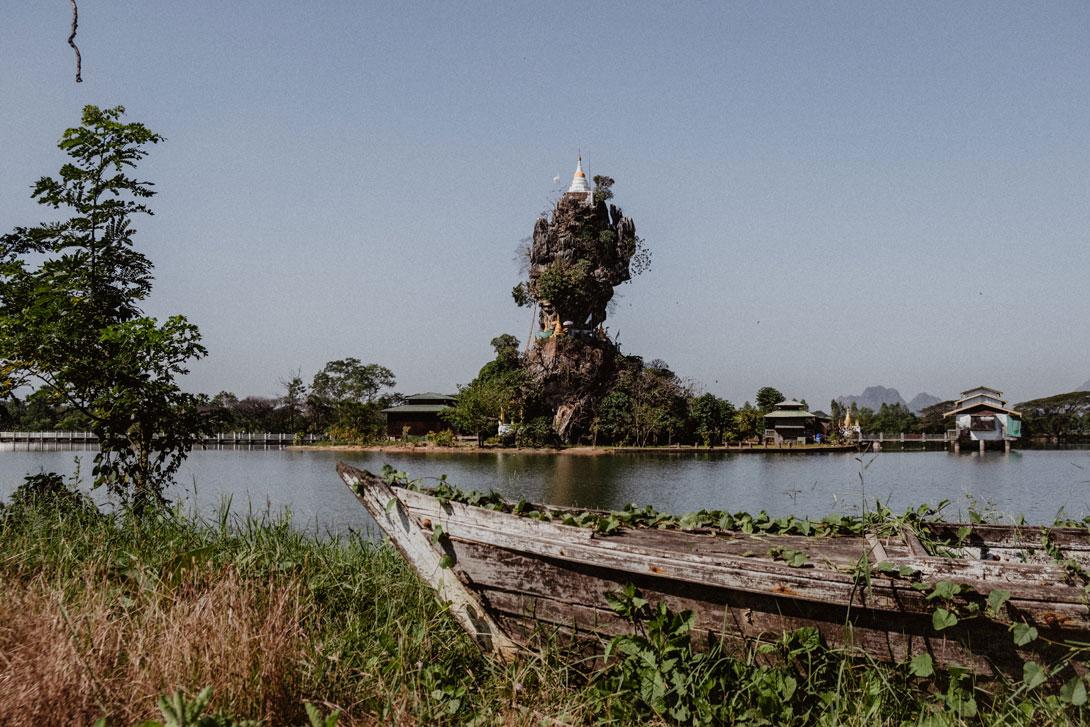 Klášter Kyauk Ka Lat a loď