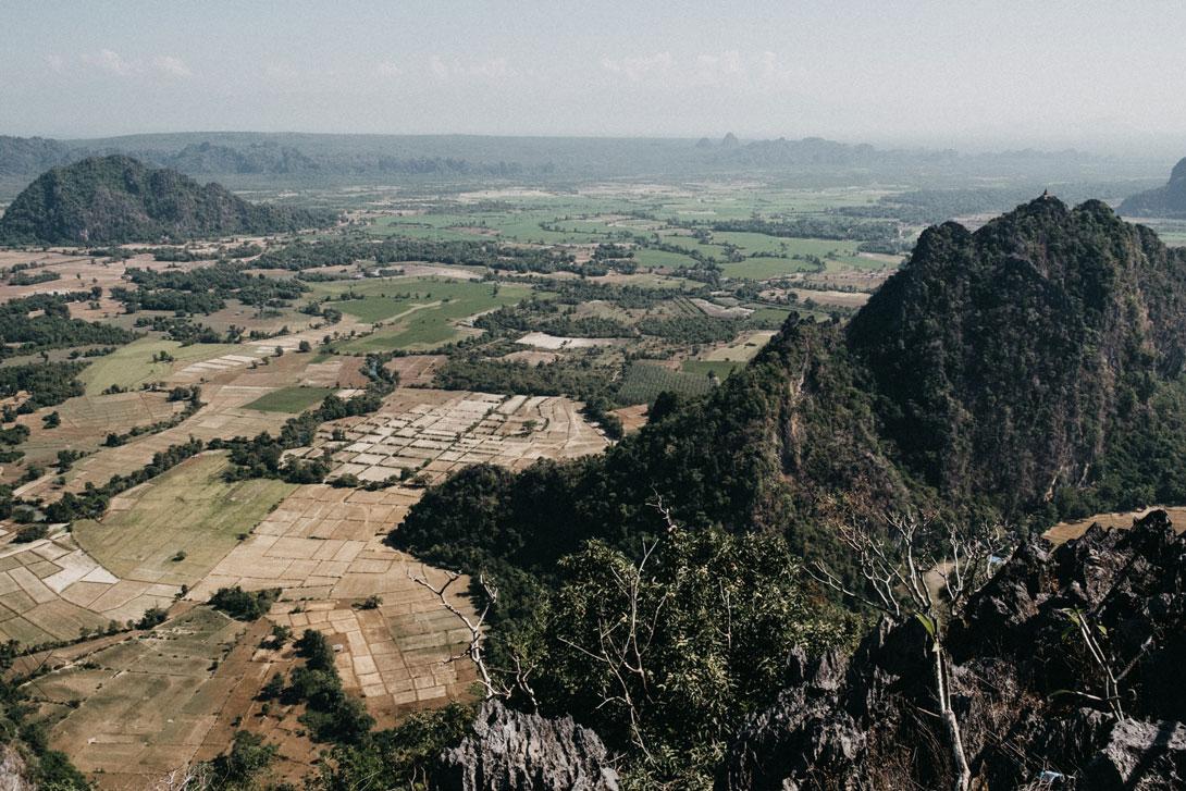 Krajina v okolí města Hpa-An