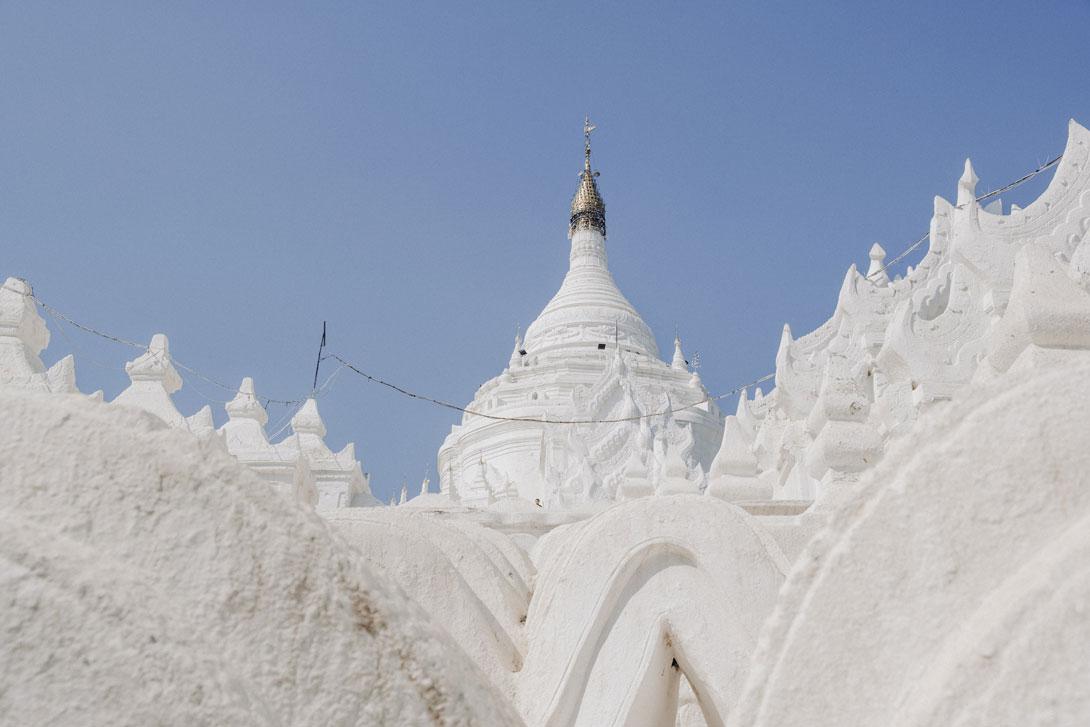 Sněhově bílá Hsinbyume Pagoda